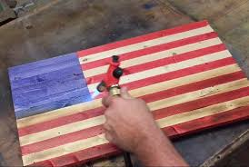 09 Oct Rustic American Flag Stained DIY