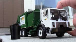 First Gear Heil DuraPack Python Garbage Truck Collecting 300 Gallon ...