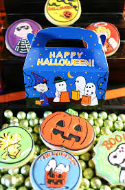 Snoopy Halloween Pumpkin Carving by Celebrate Halloween With Your Kids And Charlie Brown With It S The