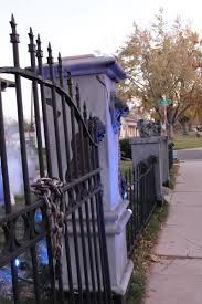Halloween Cemetery Fence by Best 25 Halloween Fence Ideas On Pinterest Diy Halloween Fence