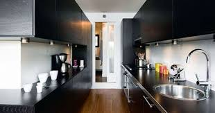 amenager une cuisine en longueur la cuisine couloir implantation d une cuisine tout en longueur