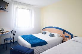 r駸erver une chambre chambre d hôtel équipée de prise usb picture of hotel atena creon