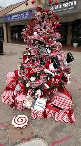Wonderland Christmas Tree Decorating Contest PreviousNext