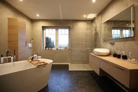 badezimmer wandflächen mit terra und designbodenbelag