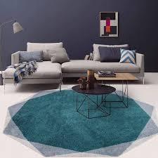 wohnzimmer couchtisch runde teppich retro design muster