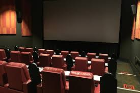 Reclining Chairs Movie Theater Nyc by The Best Movie Theaters In Chicago From Art Houses To Multiplexes