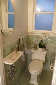 Pinterest Bathroom Ideas Small by Best 25 Tiny Bathrooms Ideas On Pinterest Tiny Bathroom