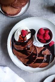 rezept für schoko kakao pancakes mit himbeeren