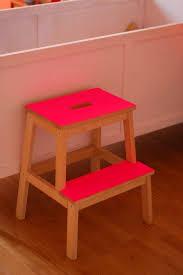 customiser le papier ikea customiser un tabouret ikéa et avec les pieds jaunes fluo et un