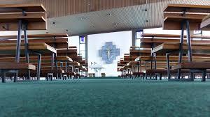 der grüne teppich kommt raus aus der kirche kirche leben