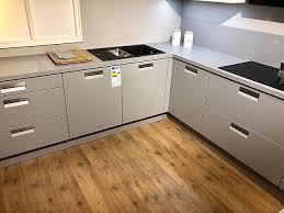sonstige musterküche küche grau weiß matt ausstellungsküche