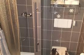 verschiedene haltegriffe im badezimmer in lufingen zh