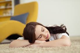 schlafen auf dem boden gesund oder ungesund worauf dabei