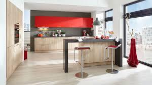 auffällige einbauküche barbara wert küche mit front in matt castell buche nachbildung und feuerrot