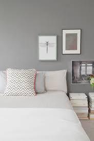 schlafzimmer mit grauer wandfarbe tasteboykott