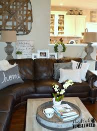 Brown Couch Living Room Decorating Ideas by Best 25 Brown Leather Sectionals Ideas On Pinterest Cream