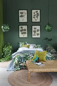 schlafzimmer in grün mit blattmotiven bild kaufen