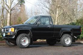 100 1987 Toyota Truck Pickup Short Bed 4WD 22R 5 Spd