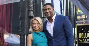 Kelly Ripa And Michael Strahan Halloween 2015 by Kelly Ripa And Michael Strahan U0027s Halloween Costumes Will Break The