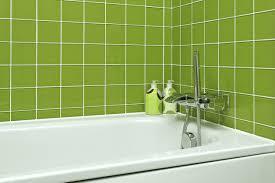 im badezimmer die fliesen streichen tipps