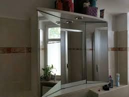 spiegelschrank badezimmer mit licht