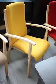 seniorenstühle stuhl fuer senioren moderne bänke rote blaue