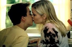 Malcolm In The Middle Halloween by Image Nikki And Malcolm Kissing Jpg Malcolm In The Middle Wiki