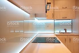 moderner luxus küche mit weißen ledbeleuchtung stockfoto und mehr bilder abluftventilator