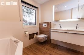 badsanierung in holzoptik badrenovierung und badsanierung