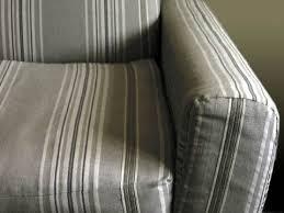 tissu pour recouvrir un canapé restaurer un canapé esprit cabane idees creatives et ecologiques