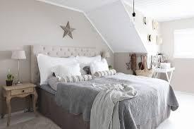 ländliches schlafzimmer in grau beige bild kaufen