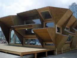une maison en bois préfabriquée et optimisée pour capter l énergie