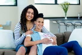 lesbienne femme de chambre la pma bientôt possible pour les couples lesbiens et les femmes seules