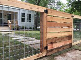 Decorative Garden Fence Panels by Best 25 Wire Fence Panels Ideas On Pinterest Wire Fence Cattle