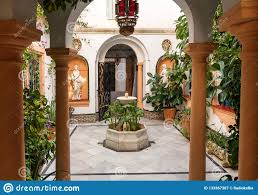 100 Court Yard Houses Traditional Yard With Columns Vintage Sculptures And