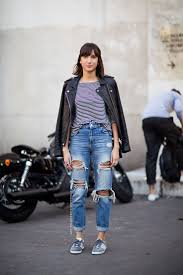 how to wear a long sleeve t shirt with navy ripped boyfriend jeans