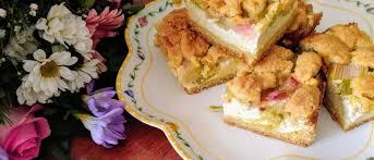 saftiger rhabarber quarkkuchen mit streuseln
