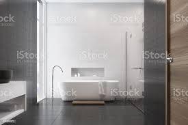 weiße badezimmer schwarze fliesen waschbecken stockfoto und mehr bilder badewanne
