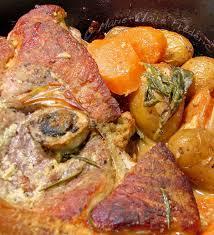 cuisiner rouelle de porc en cocotte minute rouelle de porc rôtie en robe de moutarde pour début de printemps