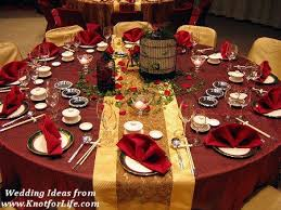 Winter Weddings Call For Warmer Deeper And Luxurious Color Tones Reds Golds Provide The Perfect Air Of Festivity In Contrast To Stark