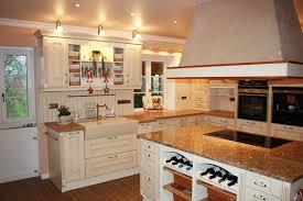 schreinerei küchen mit beleuchtung farbigen fronten