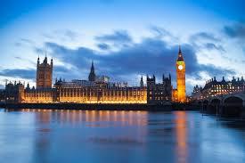 les chambres du soleil big ben et les chambres du parlement dans un coucher du soleil d