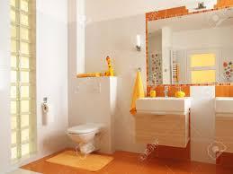 freundliches bad für kinder mit orangefarbenen fliesen und dekore blume