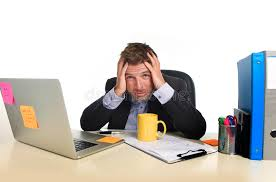 bureau homme d affaire l effort épuisé de douleur d homme d affaires au bureau d