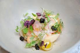 cuisiner le bar de ligne ceviche de bar de ligne et caviar de neuvic pêche blanche et sorbet