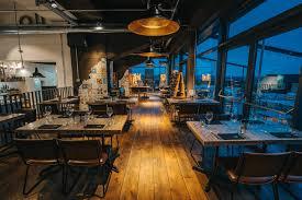 die küche im kraftwerk restaurant mit dachterrasse im kare