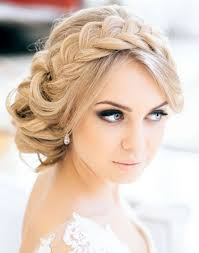 Some Glamorous Hairstyles For Winter Wedding