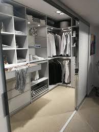 begehbarer kleiderschrank im schlafzimmer begehbarer