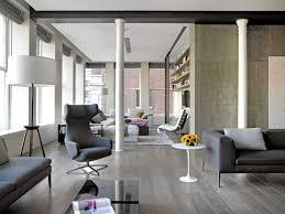säule im wohnzimmer als dekoratives und funktionales element