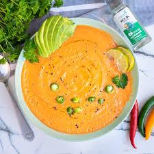 kalte low carb tomatensuppe gazpacho herzhafte gerichte